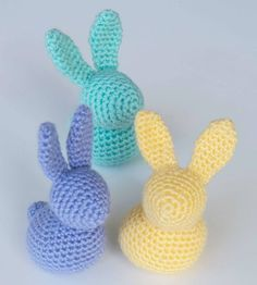 OSTERhäschen Learn the fact (generic term) of how to needlecraft (generic term), at th Crochet Wreath, Crochet Yarn, Crochet Toys, Happy Easter, Easter Bunny, Knitting Patterns, Crochet Patterns, Easter Traditions, Easter Crochet