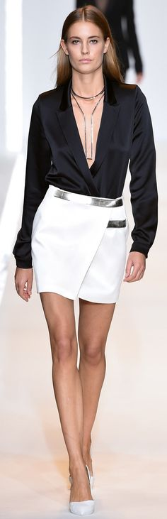 See all the Collection photos from Mugler Spring/Summer 2015 Ready-To-Wear now on British Vogue Fashion Week Paris, Fashion Week 2015, Runway Fashion, High Fashion, Fashion Show, Fashion Outfits, Haute Couture Style, Spring Summer 2015, Spring Summer Fashion