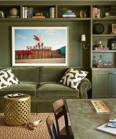 Green sofa in green library Living Room Green, Green Rooms, Interior Design Process, Home Interior Design, Room Interior, Br House, San Francisco Houses, Design Salon, Green Sofa