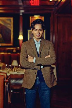 More Of Lee Jin Wook In New York For Esquire Korea's October Issue | Couch Kimchi
