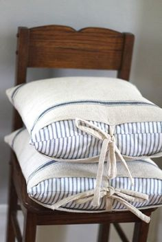 farmhouse charm / grain sack pillow cover/ ticking stripe sham goes on the pillow first / grain sack case goes on top / measure approximately 18 by 18 / fit great over the 20 ikea pillow forms Farmhouse Style Bedding, Farmhouse Style Furniture, Farmhouse Ideas, Shabby Chic Stil, Diy Pillows, Ikea Pillow, Cushions, Ticking Stripe, Striped Linen
