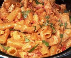 Eénpansgerecht met pasta en kip