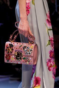 Sfilata Dolce & Gabbana Milano - Collezioni Autunno Inverno 2016-17 - Dettagli - Vogue