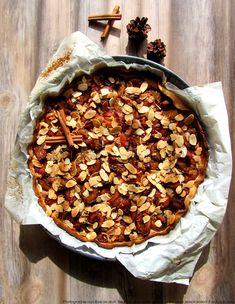 J'adore les tartes aux prunes ! Le seul problème, c'est que bien souvent, les fruits détrempent toute la pâte. C'est pourquoi j'ai garni le fond de…