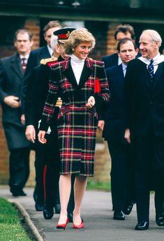 23 Rare Photos That Prove Princess Diana Was the Best-Dressed Royal Princesa Diana, Twists, Royal Family Portrait, Princess Diana Fashion, Glitter Fashion, Lady Diana Spencer, Thats The Way, Future Fashion, Queen