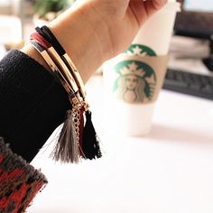 bracelet-suede-pompon-gris-tendance-2017-femme-2