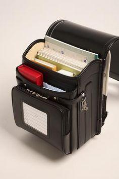 randoseru Source by TaressaMarie Bags Leather Bags Handmade, Leather Craft, Japanese School Bag, Japanese Backpack, Backpack Bags, Leather Backpack, Kawaii Bags, Cute Backpacks, Teen Backpacks