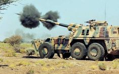 Self-propelled Howitzer in life firing Military Weapons, Military Art, Military History, Army Vehicles, Armored Vehicles, Self Propelled Artillery, South African Air Force, Armored Truck, Tactical Gear