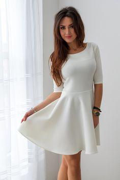 Rozkloszowana elegancka sukienka - ecru