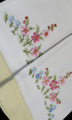2 Vintage embroidered linen guest towels with yellow trim, 1950- 60's.