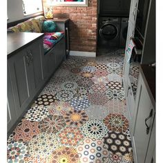 25 Luxury Mosaic Floor Pattern Ideas You Definitely Want To Have – Flooring Tiled Hallway, Hallway Flooring, Kitchen Flooring, Cheap Tile Flooring, Hall Tiles, Mosaic Floors, Tiles Uk, Bathroom Floor Tiles, Wall And Floor Tiles