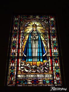 Vitral Virgen de Ujarrás, Iglesia de Santa Teresita, San José, Costa Rica