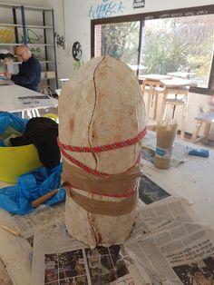 Preparando el molde para llenarlo de escayola.