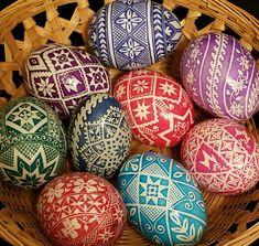 Duck Eggs, Easter Egg Designs, Ukrainian Easter Eggs, Egg Art, Bowl Fillers, Egg Decorating, Flower Designs, Vines, Hobbies