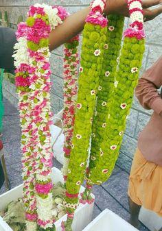 Flower Garland Wedding, Blue Wedding Flowers, Floral Garland, Flower Garlands, Wedding Reception Backdrop, Wedding Stage Decorations, Wedding Mandap, Indian Beach Wedding, Indian Wedding Theme
