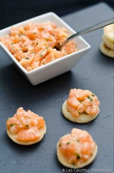 Salmon tartare on blinis - 30 easy-to-make aperitif recipes - - Fish Recipes, Seafood Recipes, Appetizer Recipes, Appetizers, Cooking Recipes, Healthy Breakfast Recipes, Healthy Recipes, Cocina Light, Food Porn