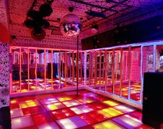 disco disco... Looks similar to Star Palace, the disco I went to every single weekend in college.