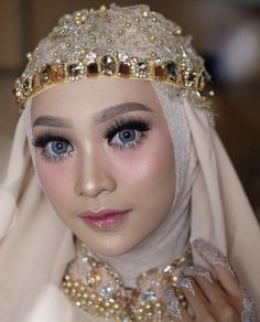 Best Garden Decorations Tips and Tricks You Need to Know - Modern Hijabi Wedding, Muslimah Wedding Dress, Muslim Wedding Dresses, Hijab Bride, Girl Hijab, Hijab Makeup, Bride Makeup, Diy Makeup, Niqab