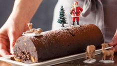 Viiiiite, you only have a few days, see a few hours to make your Christmas dessert? Holiday Cakes, Christmas Desserts, Cake Recipes, Dessert Recipes, Xmas Food, Food Platters, Wedding Catering, Food Cakes, Lebanese Recipes