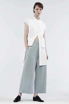 Contemporary Fashion - white longline shirt & cropped wide leg pants // Ji Oh Resort 2017