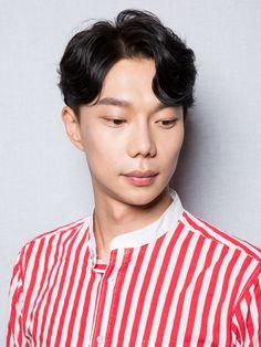 공유st 가르마펌 Men Perm, Hair Reference, Hair Cuts, Mens Fashion, Long Hair Styles, Portrait, Hairstyle Men, Hairstyles, Face