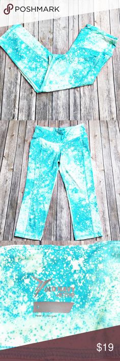 """Old Navy Workout Capri Legging Fun Capri style leggings by Old Navy in excellent condition with no piling.  Material is made of 85% polyester and 15% spandex.  Measurements laid flat: waist 14"""", hip 15"""", and inseam 21"""". Old Navy Pants Leggings"""