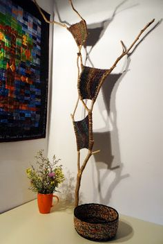 PazzaPazza: BRANCH WEAVING - for behind the piano - maybe with lights - do it in blues for something like a night sky Weaving Projects, Weaving Art, Loom Weaving, Tapestry Weaving, Art Projects, New Crafts, Yarn Crafts, Diy And Crafts, Stick Art