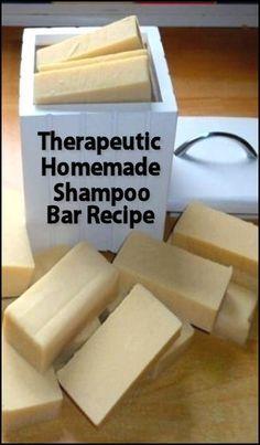 A Therapeutic Homemade Shampoo Recipe- Therapeutic Homemade Shampoo Bar Recipe Más Baking Soda Shampoo, Diy Shampoo, Shampoo Bar, Homemade Shampoo And Conditioner, Solid Shampoo, Homemade Shampoo Recipes, Homemade Deodorant, Homemade Recipe, Homemade Paint