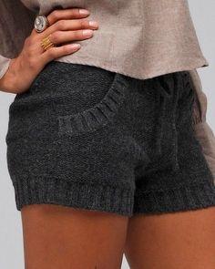 The Vogue Fashion: Cozy Gray Sweater Shorts Sweater And Shorts, Knit Shorts, Grey Sweater, Comfy Shorts, Fall Shorts, Crochet Shorts, Knit Pants, Mode Lookbook, Crochet Dresses