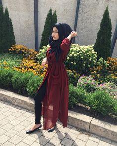 Burgunder lange Strickjacke - check out: Esma ♥ . Burgunder lange Strickjacke – check out: Esma ♥ … – Modern Hijab Fashion, Hijab Fashion Inspiration, Islamic Fashion, Abaya Fashion, Muslim Fashion, Modest Fashion, Girl Fashion, Fashion Outfits, Fashion Black