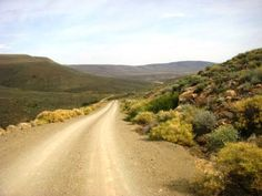 Thyshoogte is named after the Thyskraal farm, through which it passes. This pass precedes Jukhoogte to it's south-west in fairly qu. Mountain Pass, Zimbabwe, South Africa, Southern, Country Roads, Travel, Trips, Viajes, Traveling