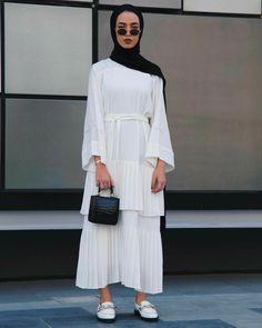 Trendy hijab color 2020 20 photos of fashionable hijab colors Modest Fashion Hijab, Hijab Chic, Abaya Fashion, Muslim Fashion, Ootd Hijab, Fashion Dresses, Modest Wear, Modest Dresses, Modest Outfits
