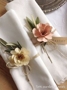 Decorate the Easter and Spring table with handmade paper flowers. Make place car… Decorate the Easter and Spring table with … Origami Flowers, Diy Flowers, Fabric Flowers, Paper Flowers, Diy Paper, Paper Crafts, Flower Arrangement Designs, Wedding Flower Decorations, Easter Table