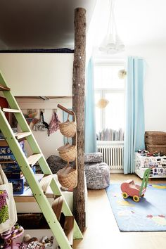 Lumi Accessoriesin perustajan kodissa yhdistyvät upeasti antiikki ja design Ladder Decor, Decor, Home Decor