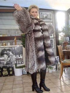 Fur Fashion, Womens Fashion, Deep Winter, Fox Fur, Me As A Girlfriend, Fur Coats, Lady, How To Wear, Jackets