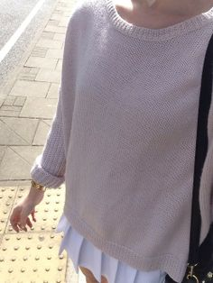 OUTFIT: beige knitted jumper, pleated white skirt