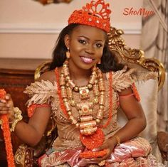 Mariée parée d'or et de corail (Afrique)