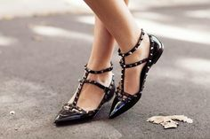 Fashion Cognoscente: The Look for Less: Valentino Rockstud Shoes Dress Up Shoes, Me Too Shoes, Shoes Heels, Valentino Rockstud Shoes, Preppy Fall Outfits, Bridal Heels, Dream Shoes, Fashion Flats, Beautiful Shoes