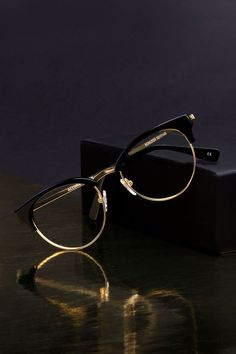 BonLook Allure glasses in Black and gold.