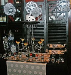 Glamour vegas party, but can be any party Las Vegas Party, Casino Party, Casino Night, Black White Parties, Red And White, Red Black, 60th Birthday, Birthday Parties, Party Hacks