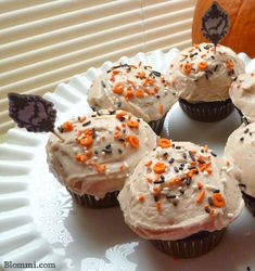 My daughter goes crazy for this simple Cinnamon Buttercream Frosting. It goes well with fruit cakes/muffins, as well as chocolate cake. An easy frosting recipe, no fancy ingredients, just items y...