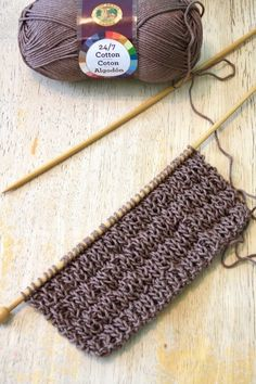 Circular knitting needles are a perfect option if you want to create something like a seamless garment. Making seamless bags, sweaters and other objects becomes with the use of circular knitting needles. Knitted Washcloth Patterns, Knitted Washcloths, Dishcloth Knitting Patterns, Crochet Dishcloths, Loom Knitting, Knitting Stitches, Knitting Needles, Knit Crochet, Easy Knitting