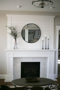 11 Mantel Decor Ideas With Farmhouse Style The Unlikely Hostess Home Fireplace, Fireplace Remodel, Decor, Front Room, Home, Fireplace Mantle Decor, Home Decor, Farmhouse Style, Farmhouse Fireplace Mantels