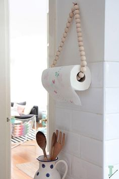 The best DIY projects & DIY ideas and tutorials: sewing, paper craft, DIY. Diy Crafts Ideas DIY: paper towel holder by IDA interior lifestyle -Read Home Projects, Home Crafts, Diy Home Decor, Diy And Crafts, Home Decoration, Creative Crafts, Nature Crafts, Summer Crafts, Furniture Projects