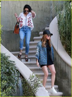 Vanessa Hudgens Has a Girls' Day Out With Ashley Tisdale | vanessa hudgens hangs out with ashley tisdale 07 - Photo