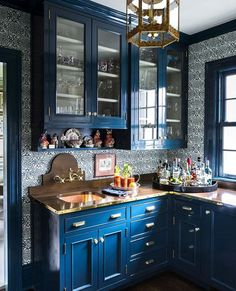 Wanting for blue kitchen cabinets for a makeover? In terms of kitchen cabinetry, it does not have to be white. In fact, blue kitchen cabinets are unique as they are practical. By Hague Blue into Palladian Blue, you will find… Continue Reading → Kitchen Cabinet Design, Painting Kitchen Cabinets, New Kitchen, Kitchen Decor, Kitchen Ideas, Island Kitchen, Kitchen Designs, Stylish Kitchen, Kitchen Worktops