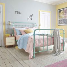 Bright bedlinen in pretty pastel hues are perfect for a retro room bedroom inspiration - Hotels Decoration Pastel Girls Room, Pastel Bedroom, Pastel Walls, Dream Bedroom, Home Decor Bedroom, Bedroom Furniture, Girls Bedroom, Trendy Bedroom, Bedroom Color Schemes