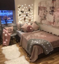 42 Chic Pink and Grey Bedroom Decorating Ideas For Girls Bedroom Decoration rose gold bedroom decor Pastel Bedroom, Gold Bedroom Decor, Small Room Bedroom, Trendy Bedroom, Dream Bedroom, Diy Bedroom, Bedroom Furniture, Bed Room, Bedroom Ideas Rose Gold