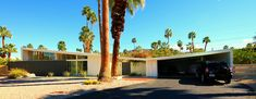Twin Palms Estates, Palm Springs, CA by William Krisel, photographed by Chimay Bleue. Butterfly Roof, Mid Century Exterior, Carport Designs, House Viewing, Architectural Features, Googie, Modern Exterior, Mid Century Modern Design, Midcentury Modern