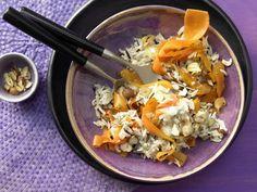 Gebratener Möhrenreis - mit Gorgonzola und Haselnüssen - smarter - Kalorien: 413 Kcal - Zeit: 30 Min. | eatsmarter.de Gorgonzola verleiht dem Reis eine würzige Note.